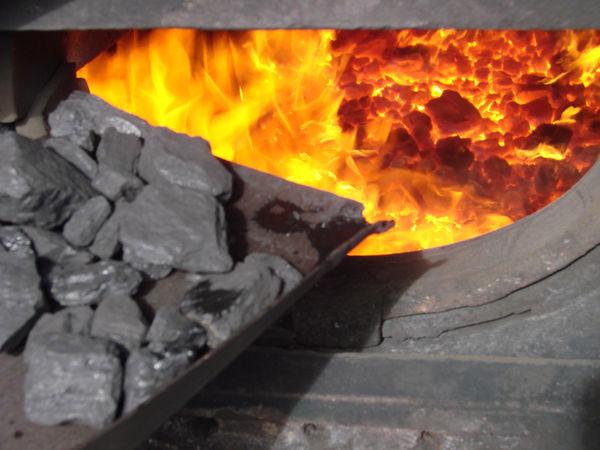 Чугунные печи на угле и дровах