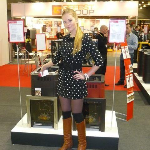 Самая красивая девушка выставки Салон-Каминов 2013, шикарные автомобили и газовые горелки!